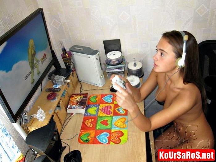 19χρονο Ιταλικό μωρό, παίζει γυμνό videogames! 6
