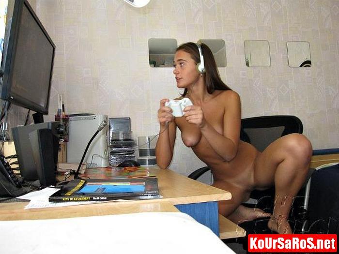 19χρονο Ιταλικό μωρό, παίζει γυμνό videogames! 7