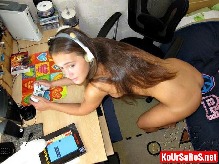 19χρονο Ιταλικό μωρό, παίζει γυμνό videogames! 9