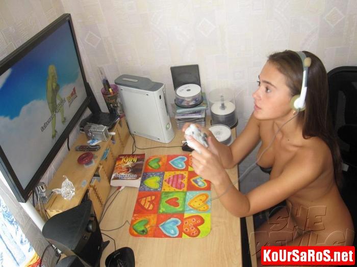 19χρονο Ιταλικό μωρό, παίζει γυμνό videogames! 20