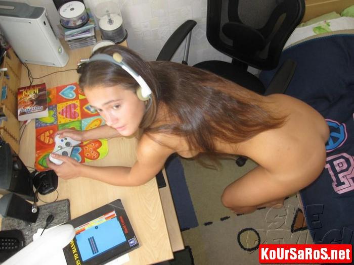 19χρονο Ιταλικό μωρό, παίζει γυμνό videogames! 24