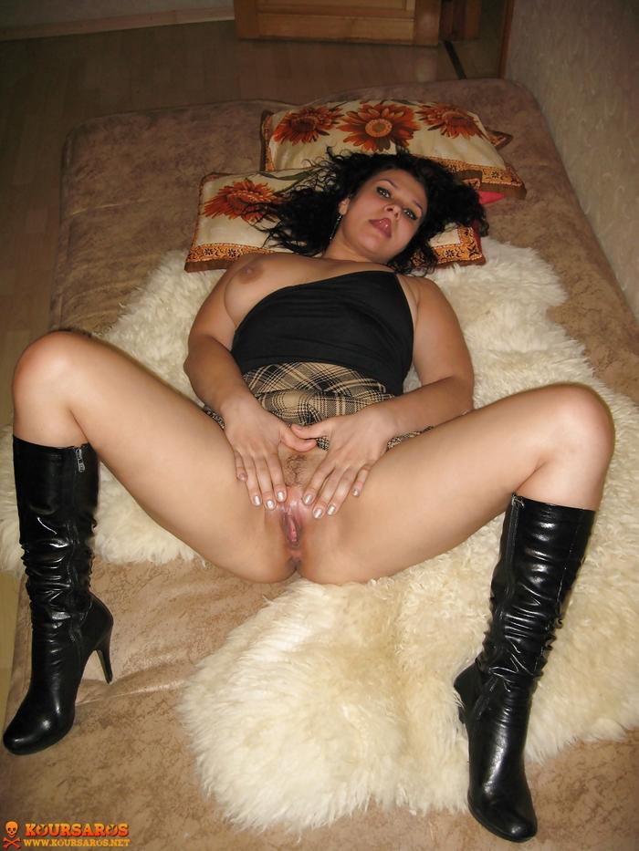 Ψηλή κι αφράτη Ιταλίδα Milf, μοστράρει το υγρό καυλωμένο μουνί της! 3