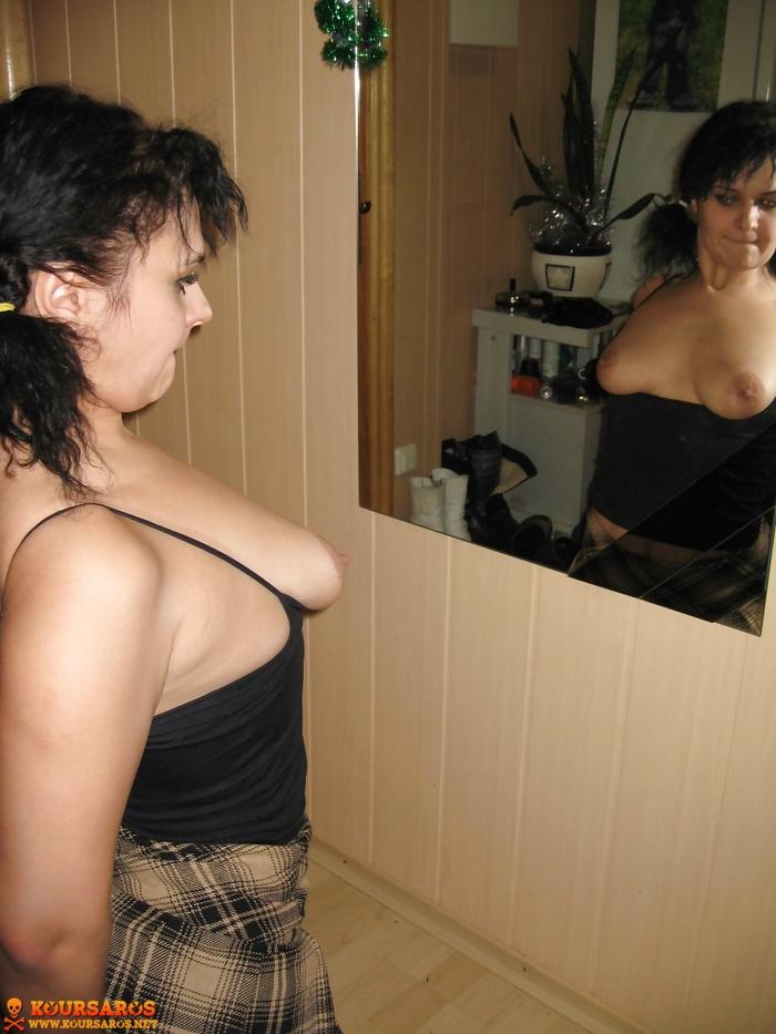 Ψηλή κι αφράτη Ιταλίδα Milf, μοστράρει το υγρό καυλωμένο μουνί της! 24