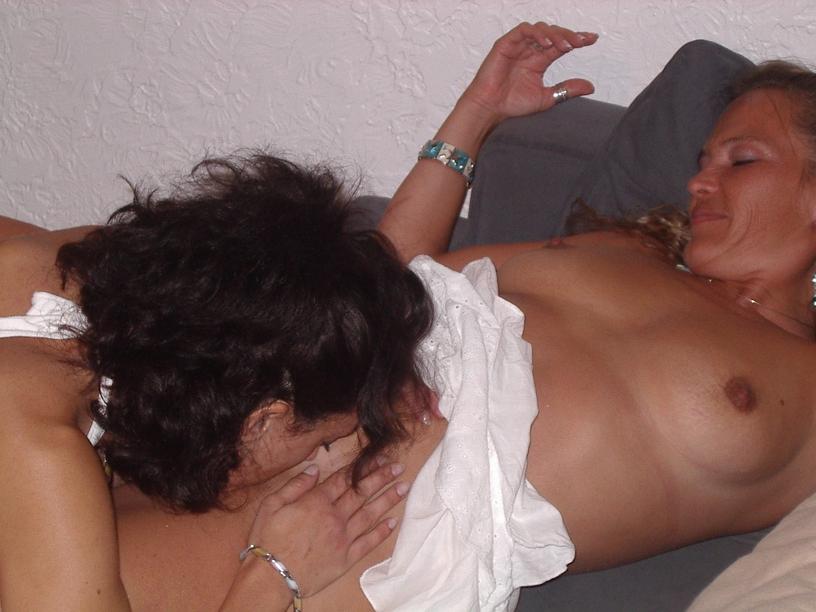 Δυο Bi MiLfάρες γαμιούνται παρέα! 42