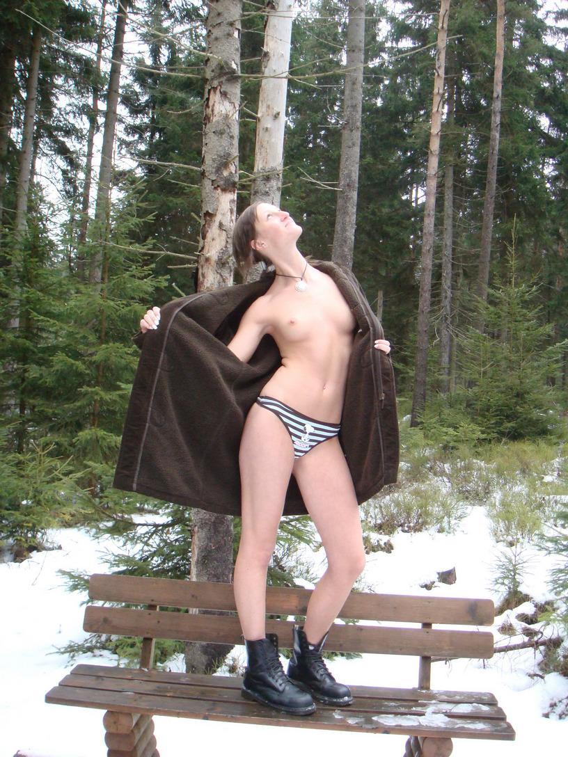 Πολωνέζα τσουλίτσα, ποζάρει και γαμιέται Χειμώνα - Καλοκαίρι! 7