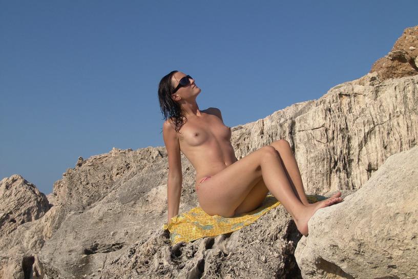 Πολωνέζα τσουλίτσα, ποζάρει και γαμιέται Χειμώνα - Καλοκαίρι! 48