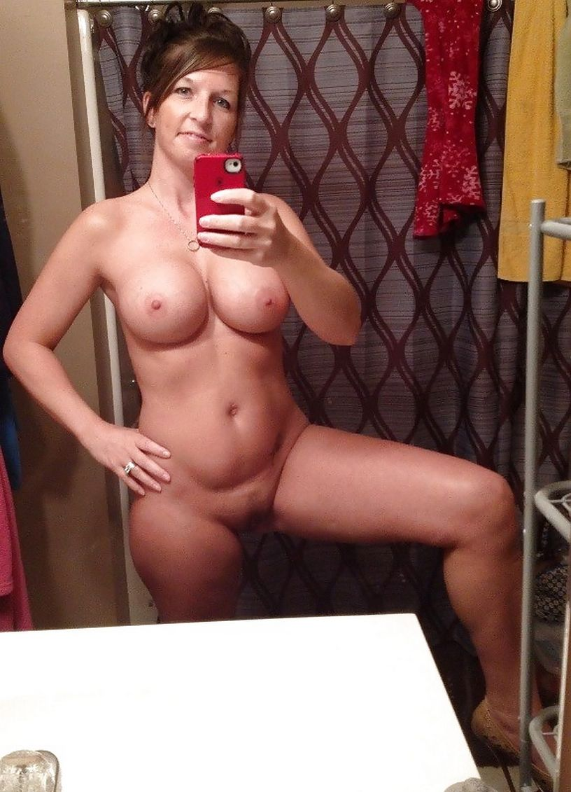 Hot Moms Selfie