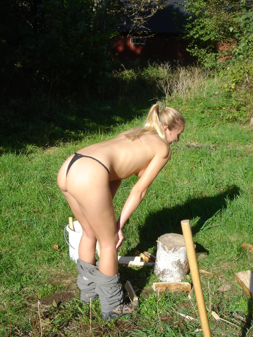 русская девчонки справляют день рождение на даче голые личные фото ему больно когда
