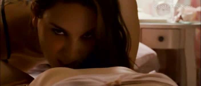Δείτε τη Natalie Portman και την Mila Kunis σε απίστευτα καυτές λεσβιακές σκηνές !!!