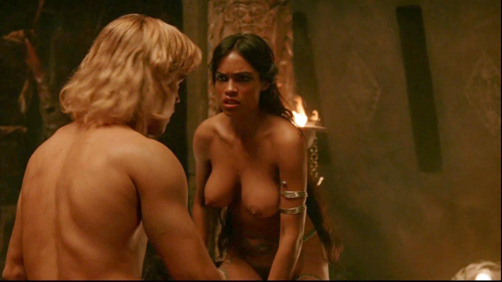 """Το υπερτούμπανο ηθοποιός Rosario Dawson μοστράρει τις βυζάρες της στην ταινία """"Alexander"""""""