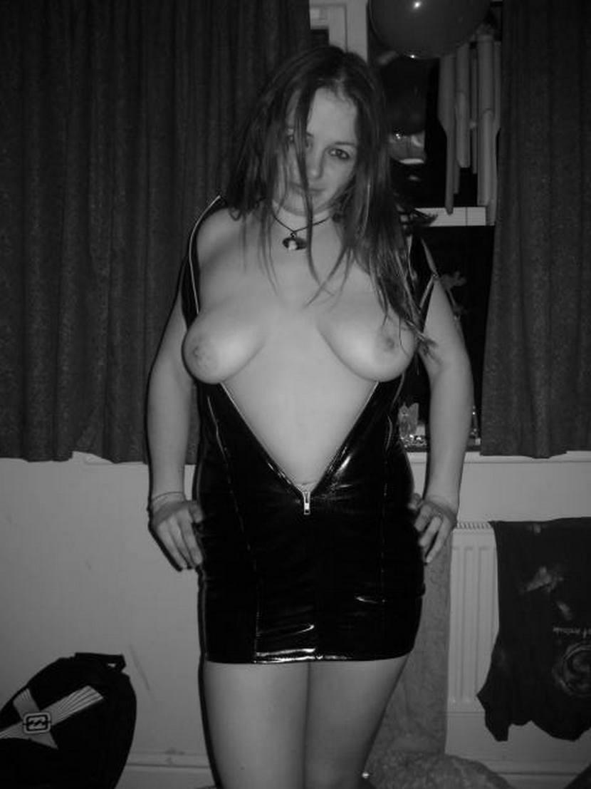 Ξεκωλιάρα με μεγάλα βυζιά, καυλώνει με όλη τη γροθιά μέσα στο μουνί της! 36