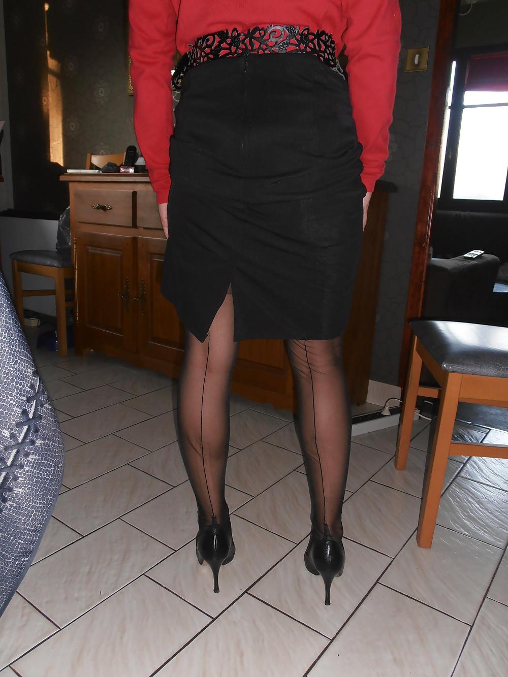 Ψηλή και έκφυλη ξανθιά MiLf, ποζάρει με ψηλοτάκουνες γόβες και ζαρτιέρες! 12