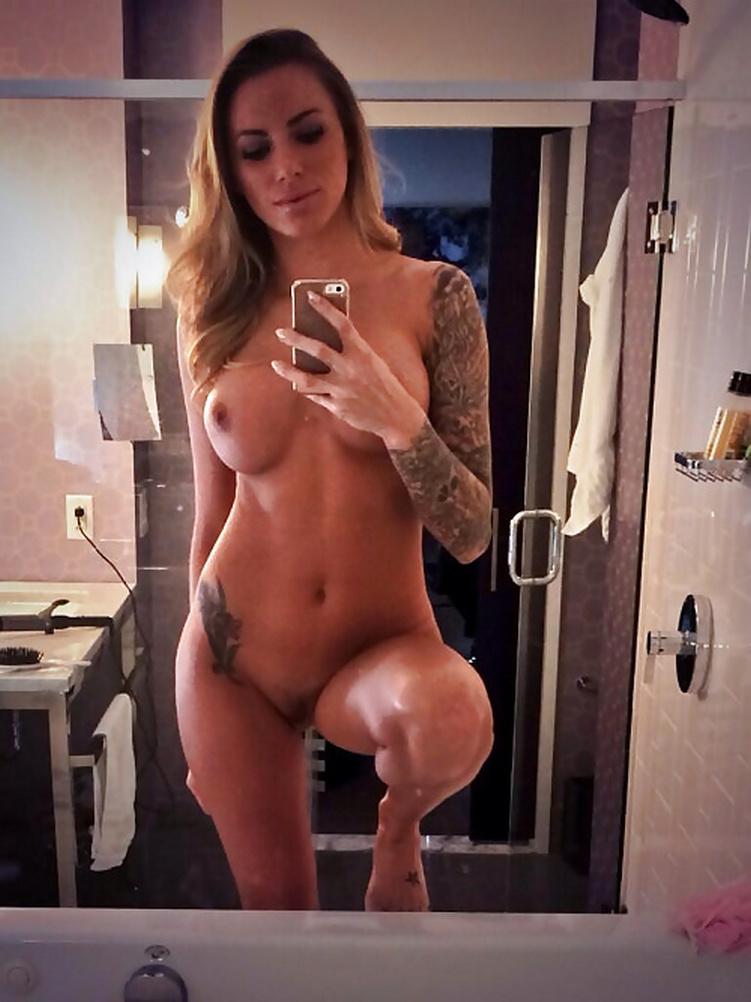 Brunette Nude Selfie Pics