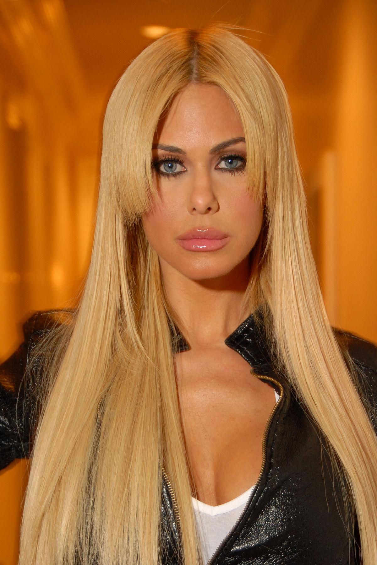 Δείτε τη full sex tape της former Playboy playmate Shauna