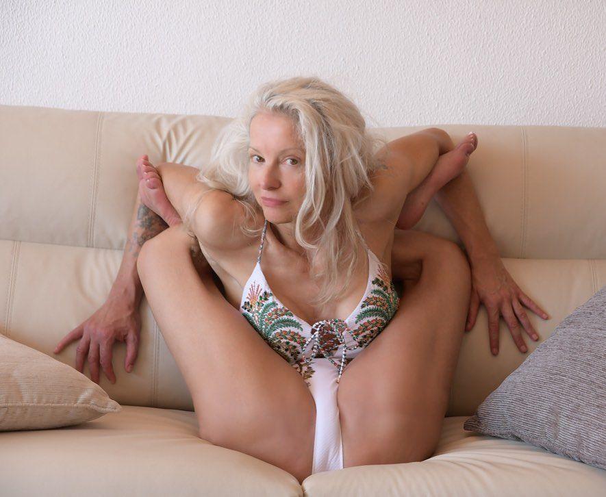 Yoga Flocke Nude & Sexy 114