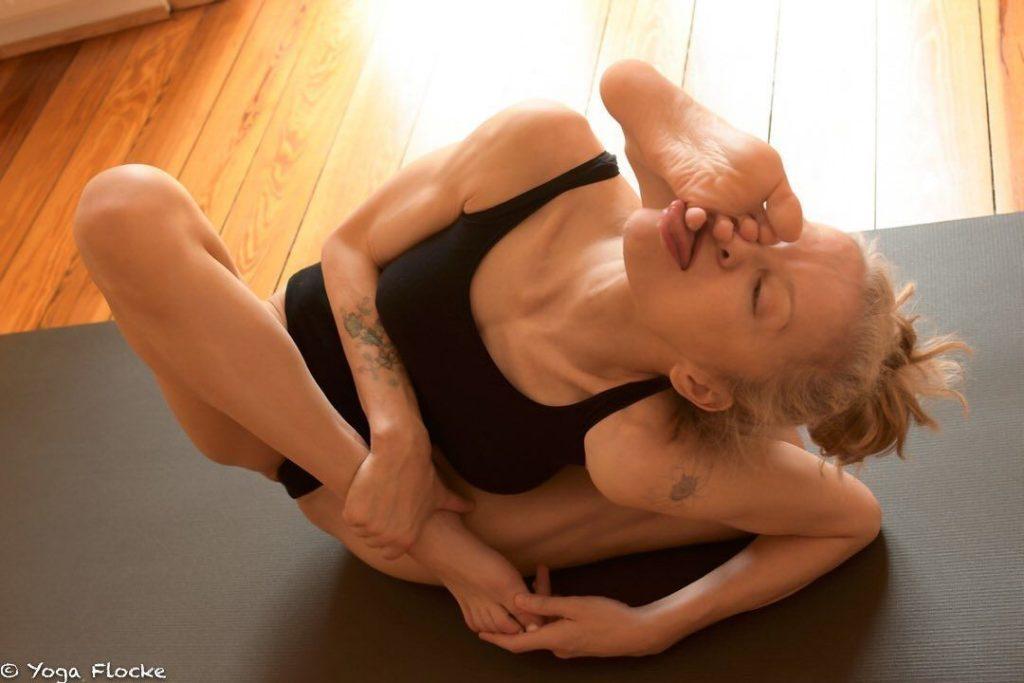 Yoga Flocke Nude & Sexy 148
