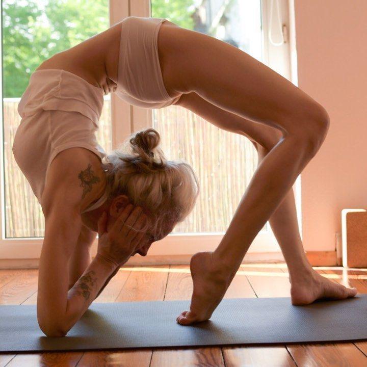 Yoga Flocke Nude & Sexy 164