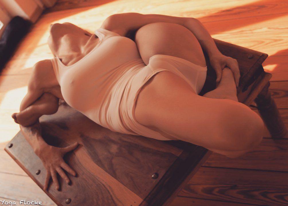 Yoga Flocke Nude & Sexy 167