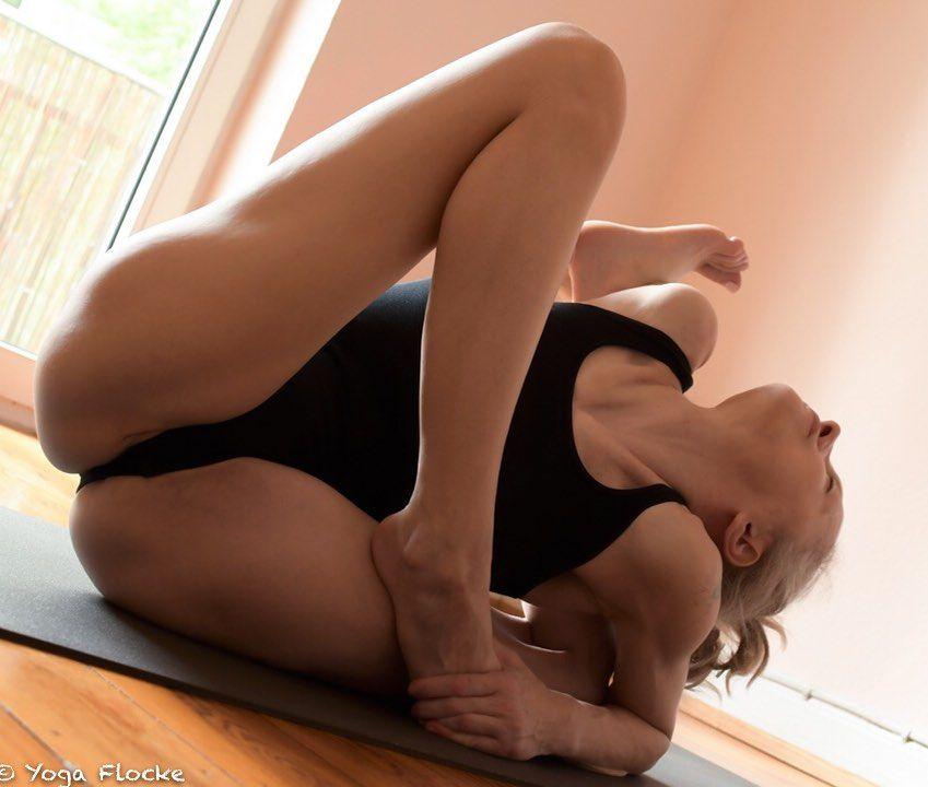 Yoga Flocke Nude & Sexy 179