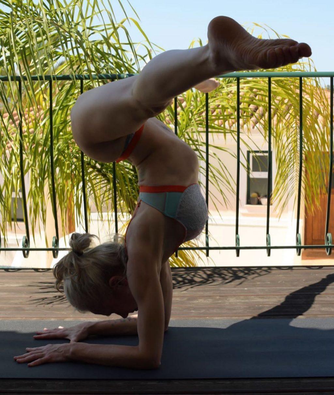 Yoga Flocke Nude & Sexy 004