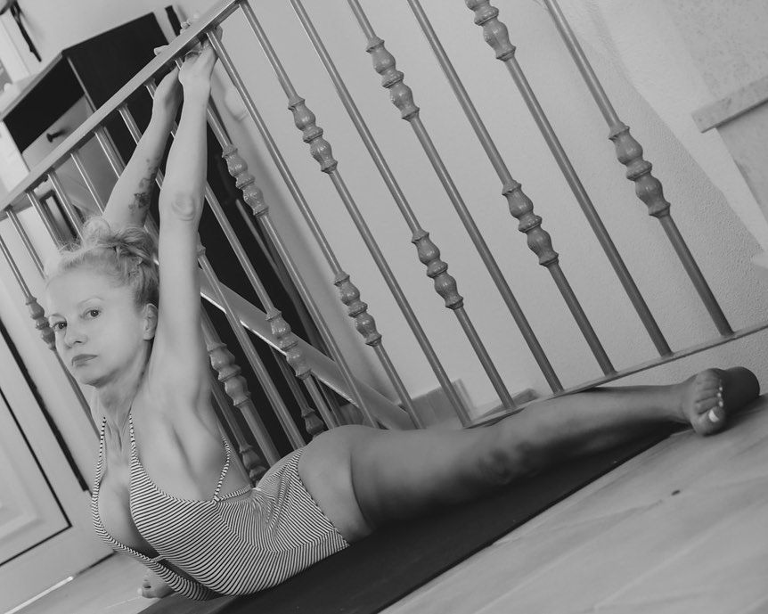 Yoga Flocke Nude & Sexy 093