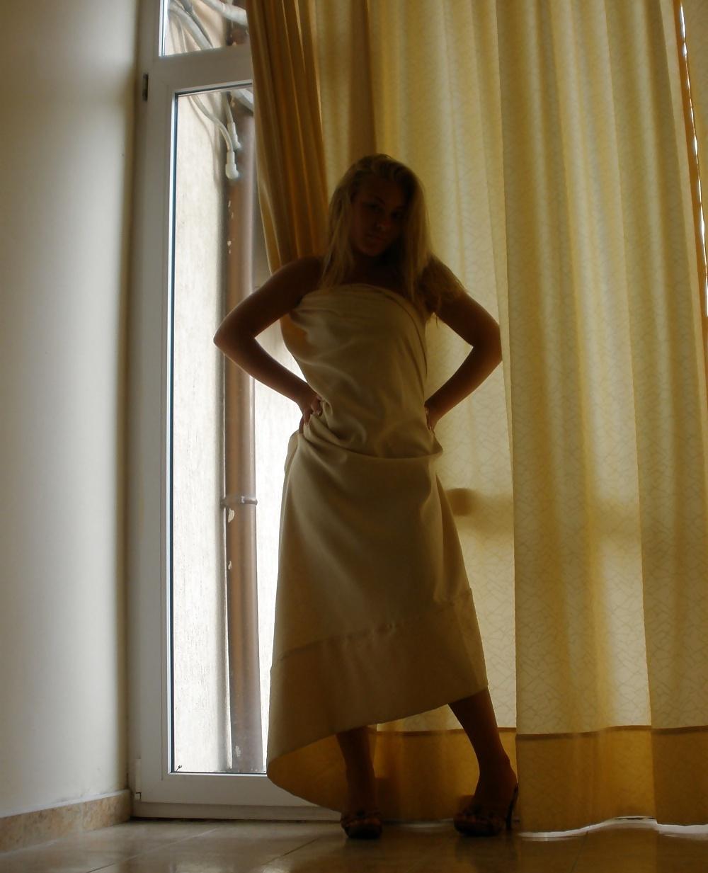 Απίστευτα Καυτό, Ναζιάρικο, Ξανθό Μωρό, Σε Φώτος Από Διακοπές! (13)