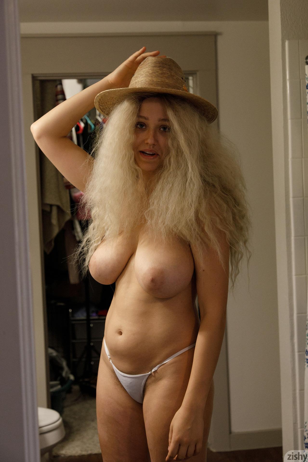 Sabrina Nichole Wigging Out Zishy (2)