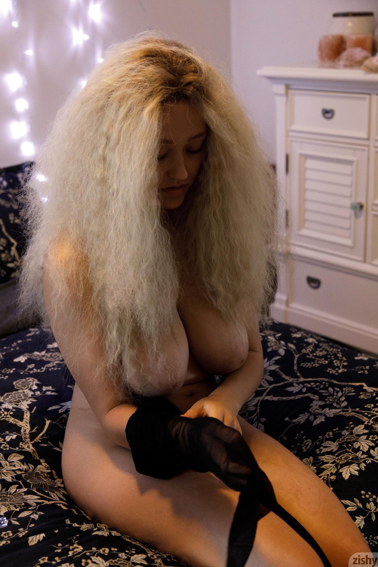 Sabrina Nichole Wigging Out Zishy (15)