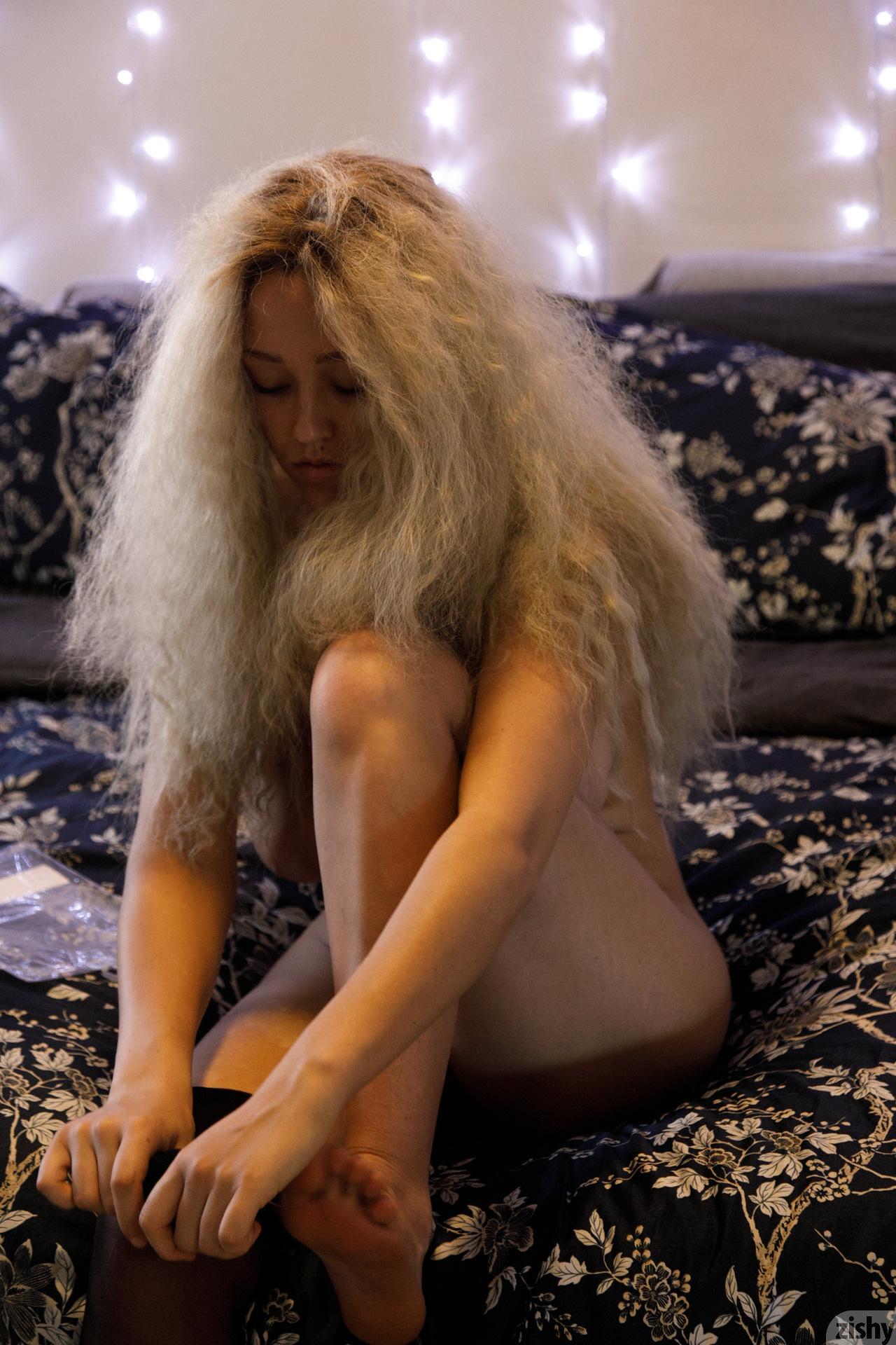 Sabrina Nichole Wigging Out Zishy (16)