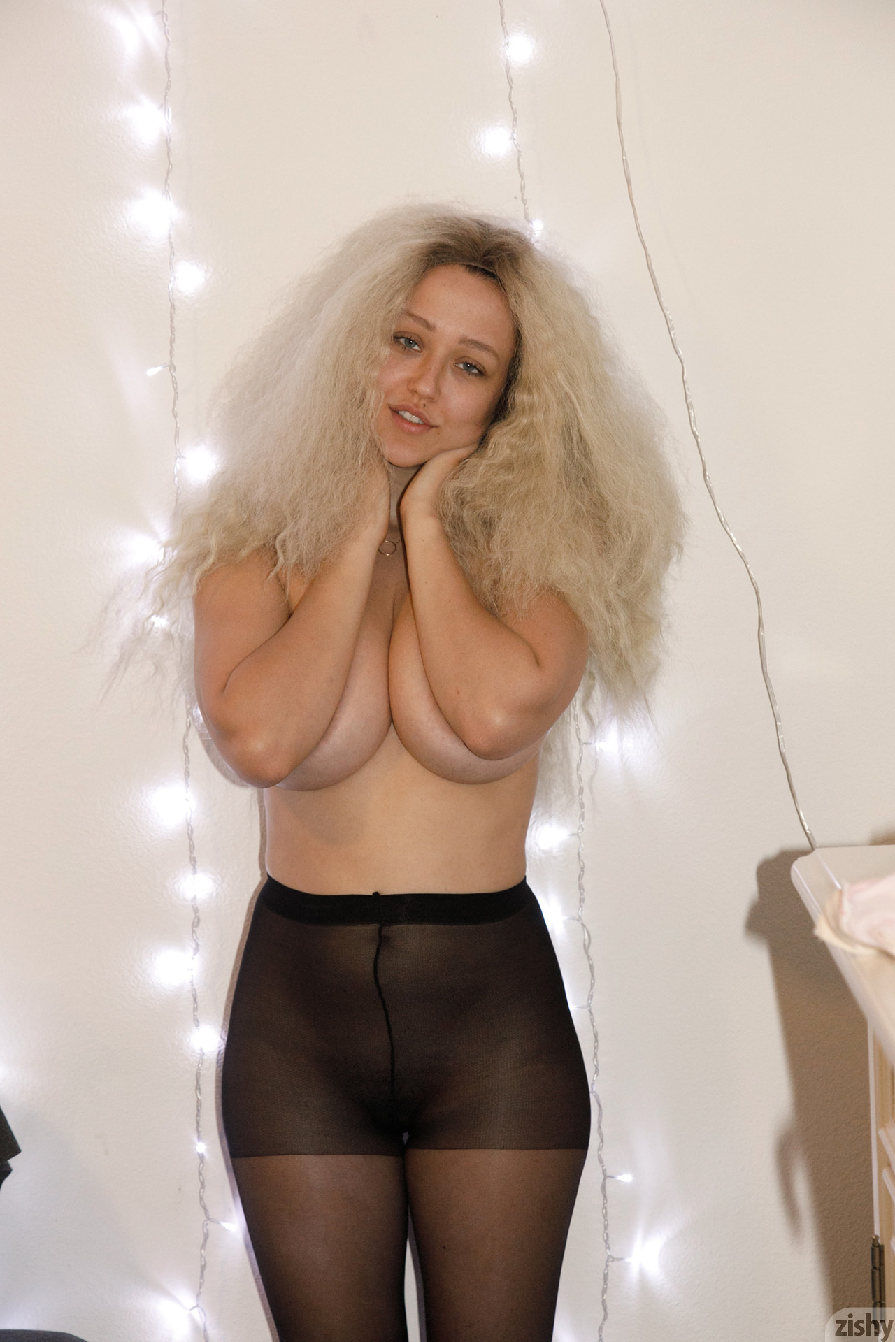 Sabrina Nichole Wigging Out Zishy (30)