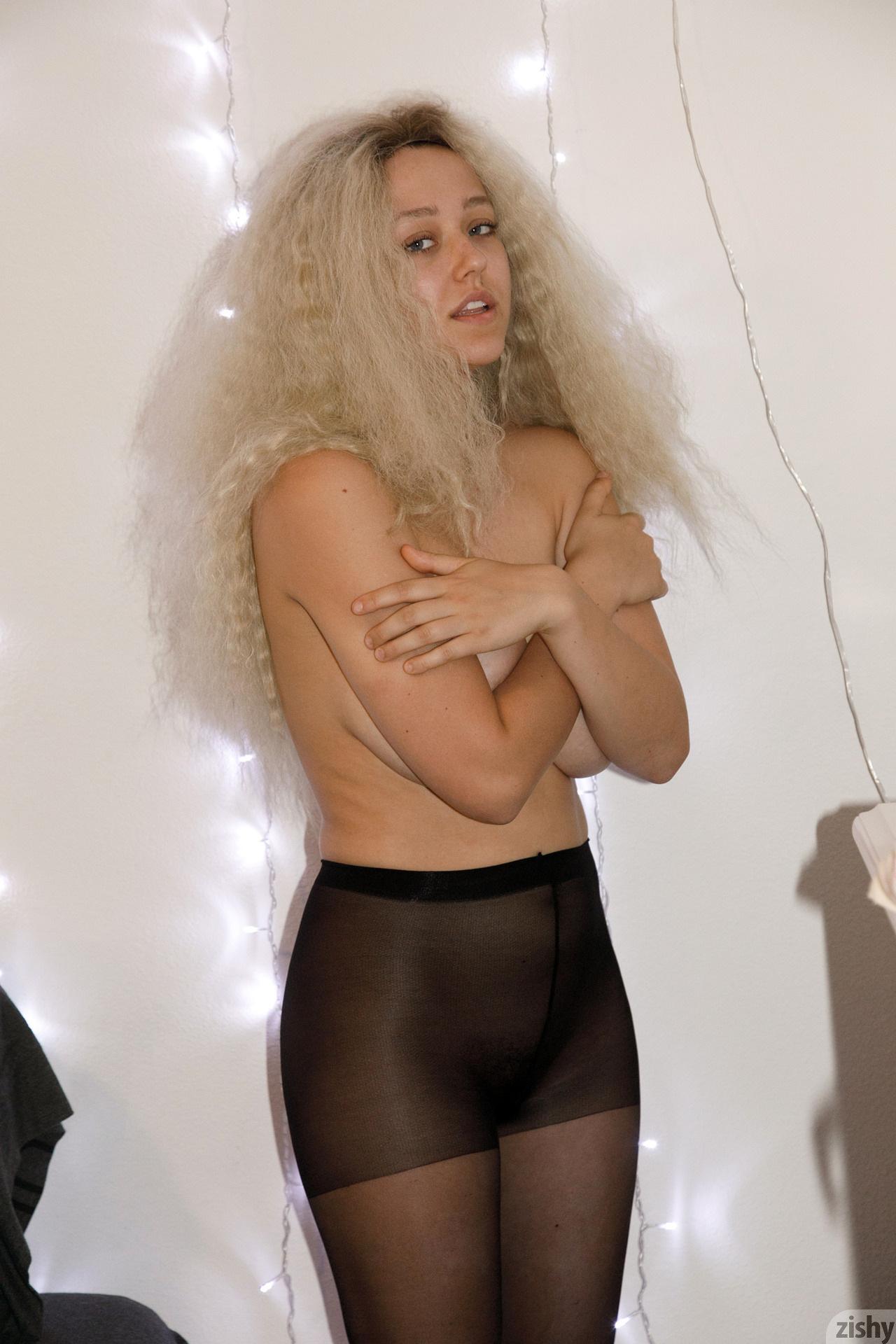 Sabrina Nichole Wigging Out Zishy (31)