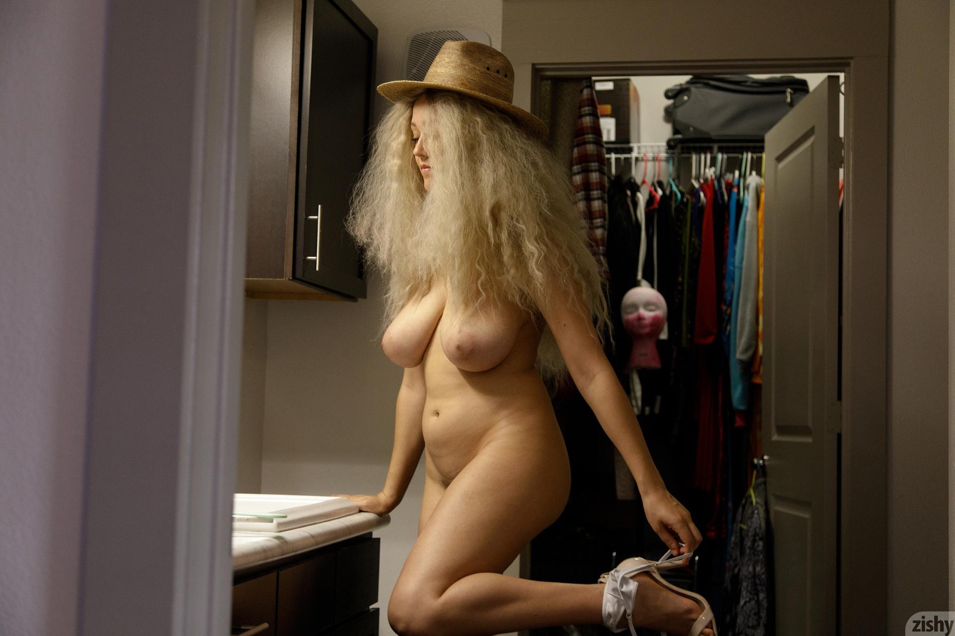 Sabrina Nichole Wigging Out Zishy (6)