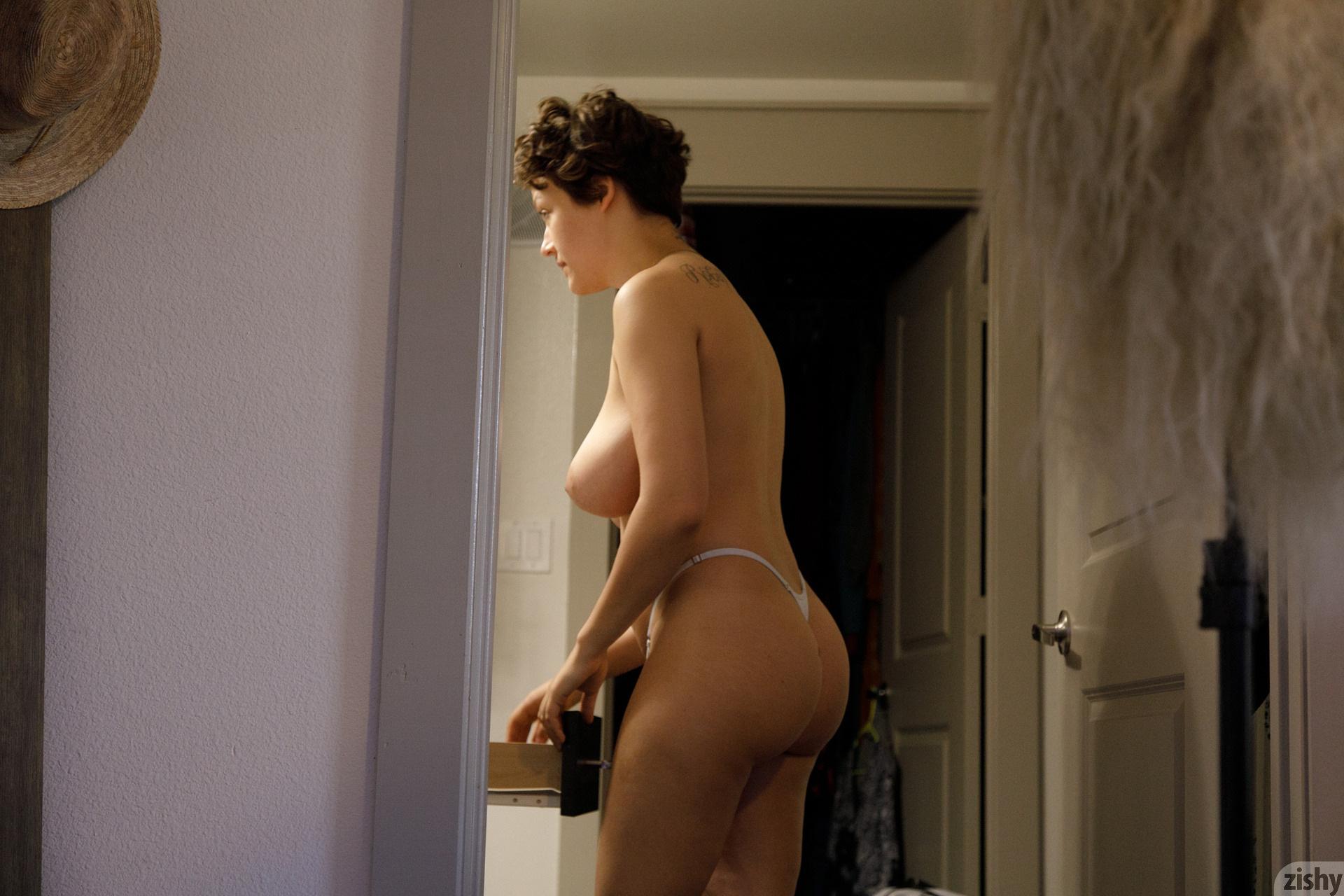 Sabrina Nichole Wigging Out Zishy (1)