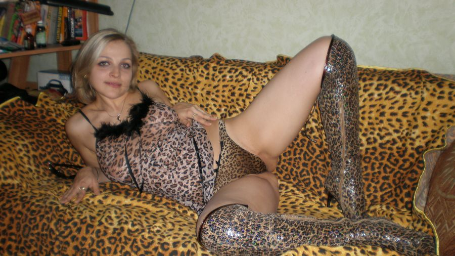 Ξανθιά έκφυλη καύλα, ποζάρει φορώντας καυτά εσώρουχα και γυμνή! Koursaros 019
