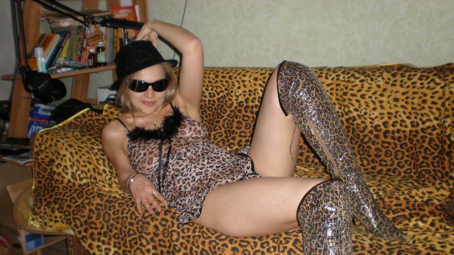 Ξανθιά έκφυλη καύλα, ποζάρει φορώντας καυτά εσώρουχα και γυμνή! Koursaros 038