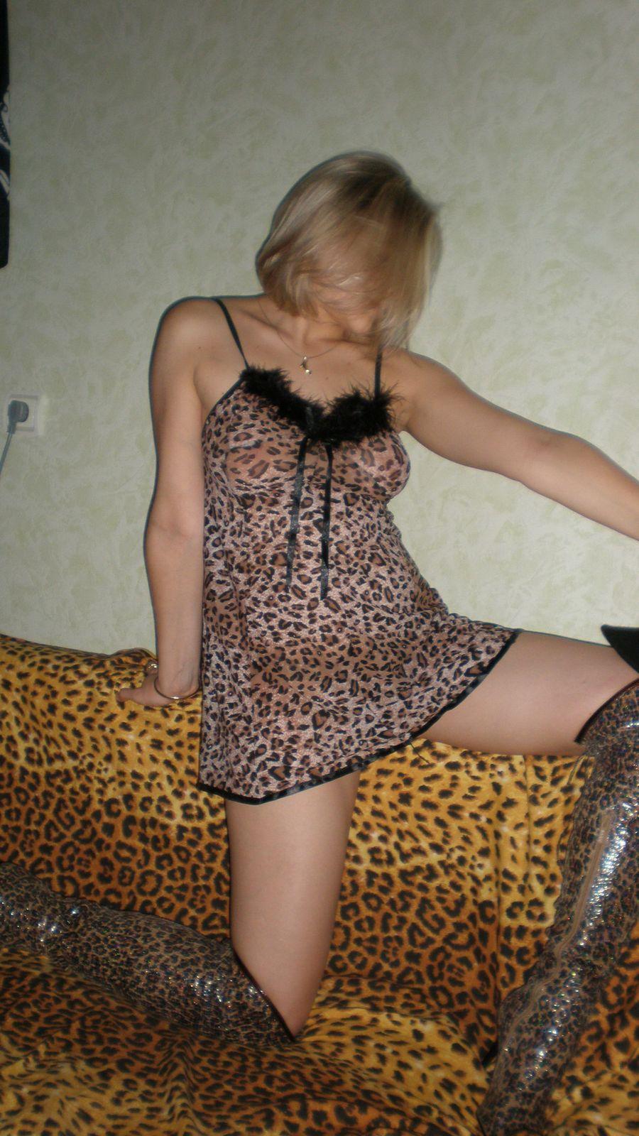 Ξανθιά έκφυλη καύλα, ποζάρει φορώντας καυτά εσώρουχα και γυμνή! Koursaros 044