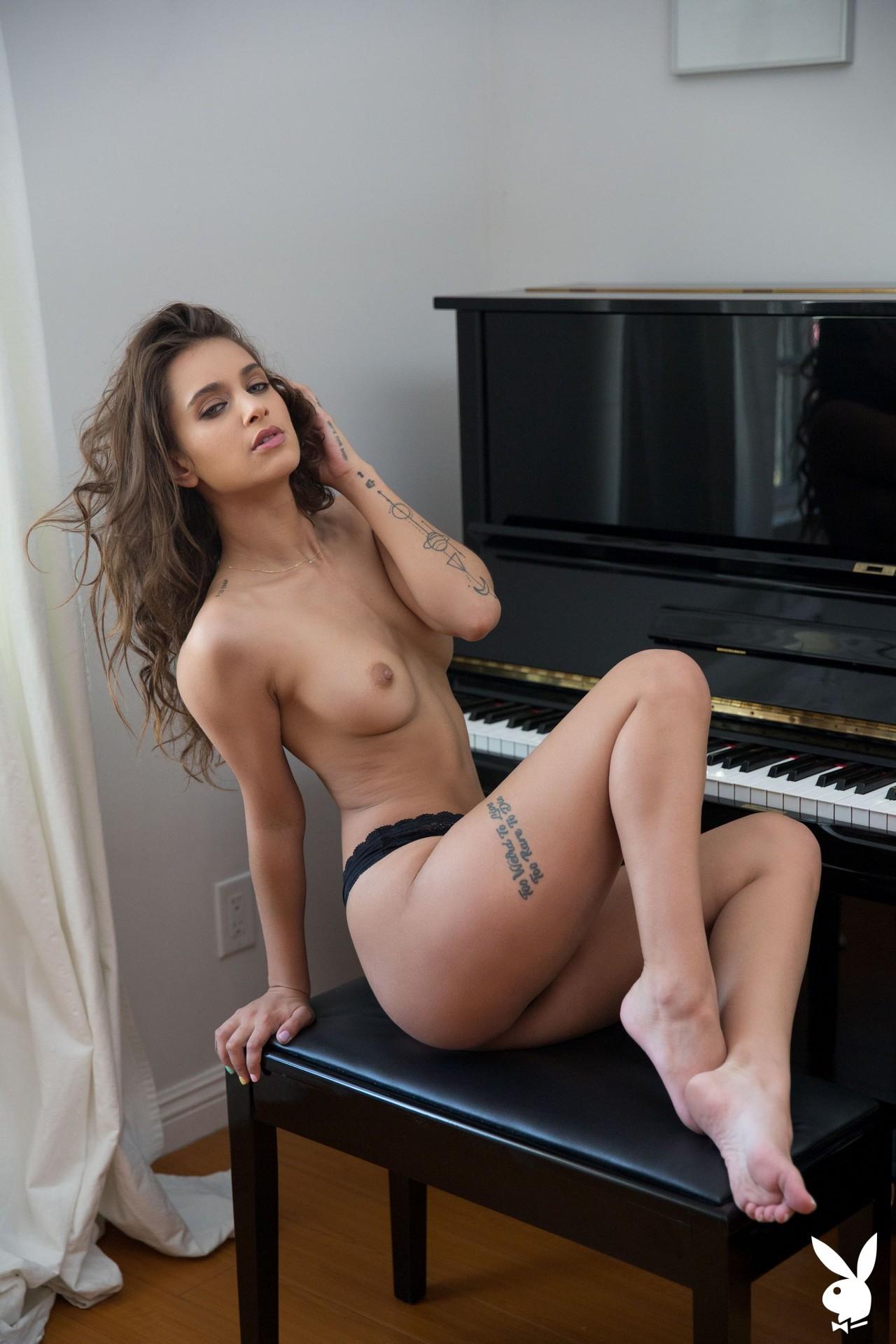 Uma Jolie In Soulful Expression Playboy Plus (16)