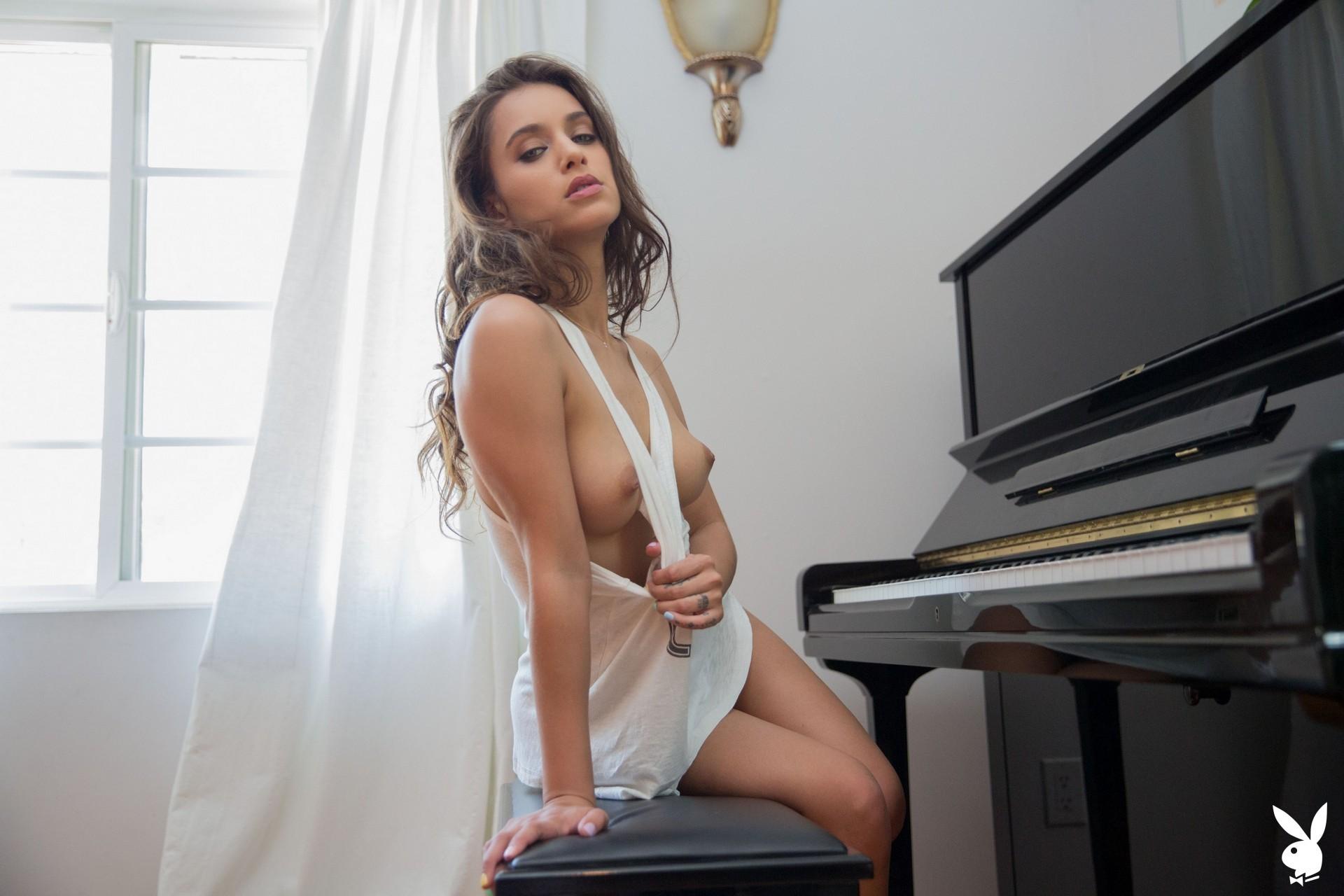 Uma Jolie In Soulful Expression Playboy Plus (3)
