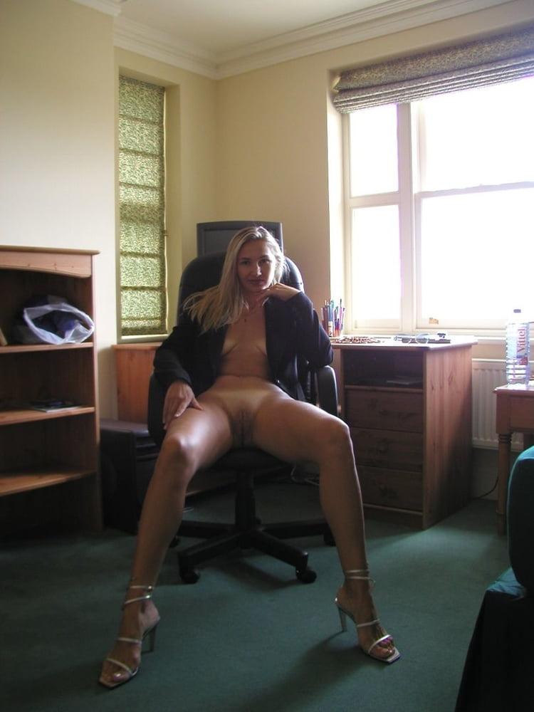 Ξανθιά, Γαλλίδα Milf, με καυτό κορμί! 0003