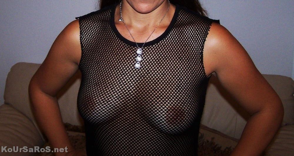 Η Χριστίνα, φοράει τα ψώνια που έκανε από Ρόδο 0032