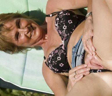 Γερμανίδα, ξαναμμένη, MiLf, ξεφεύγει λίγο στις διακοπές της!