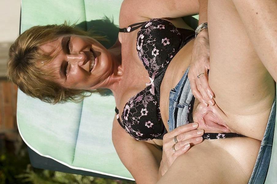 Γερμανίδα, ξαναμμένη, Milf, ξεφεύγει λίγο στις διακοπές της! 0011