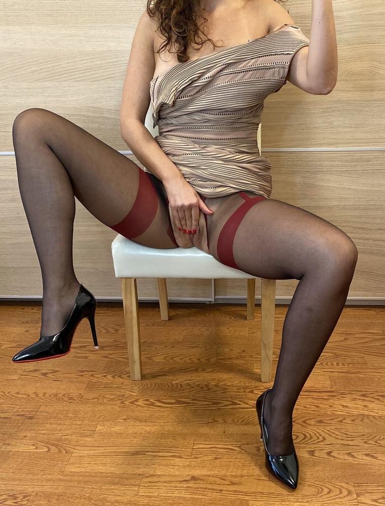 Αυτή η έκφυλη, Ιταλίδα Milf, έχει βρει τρόπο, να γαμιέται φορώντας τα ρούχα της 05 08 2020 Koursaros.net 0005