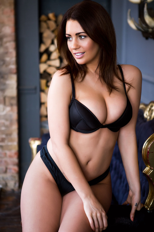 Holly Peers Nude Photos 0080