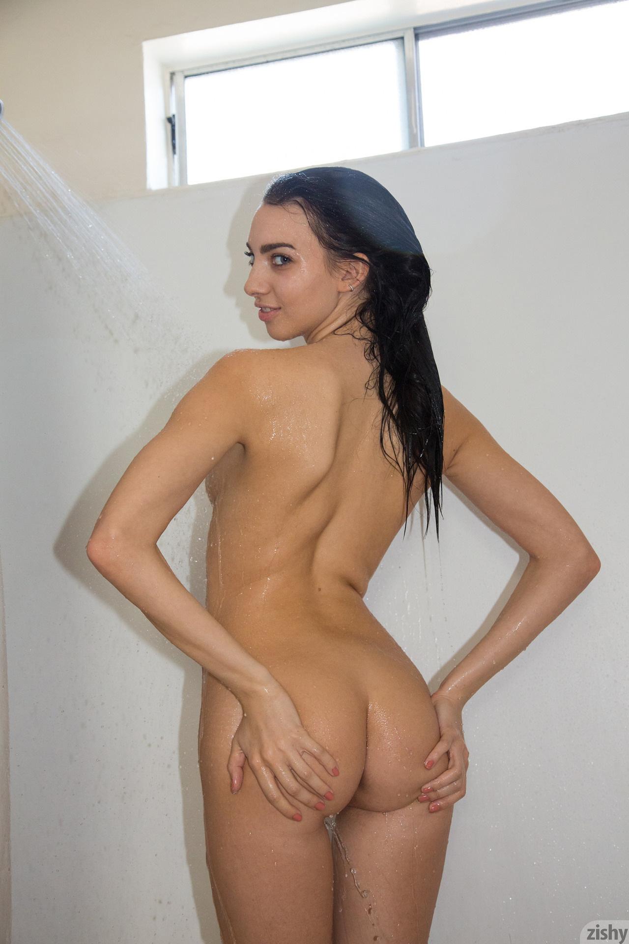 Araya Acosta Miss Clean Bones – Zishy (12)
