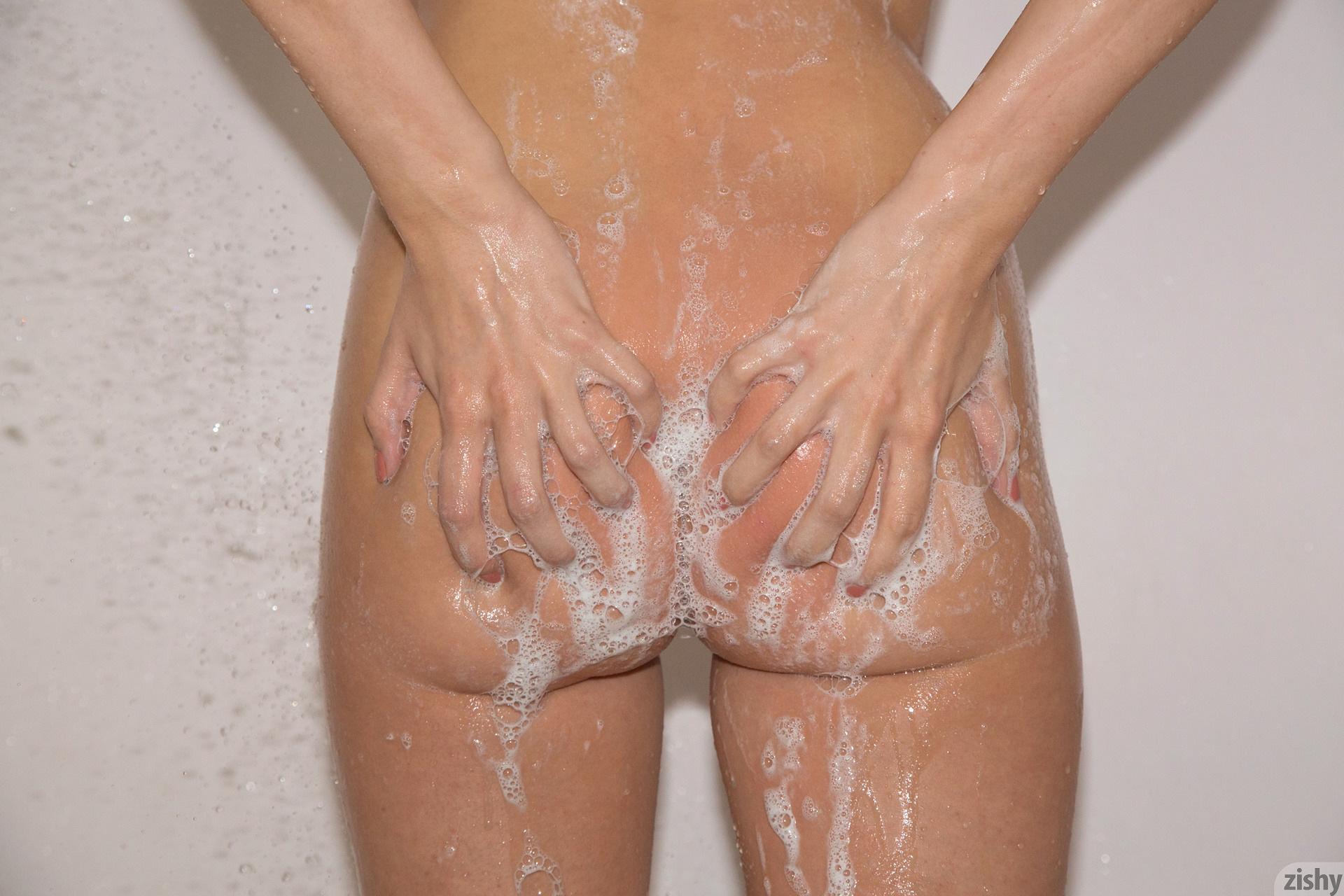 Araya Acosta Miss Clean Bones – Zishy (20)