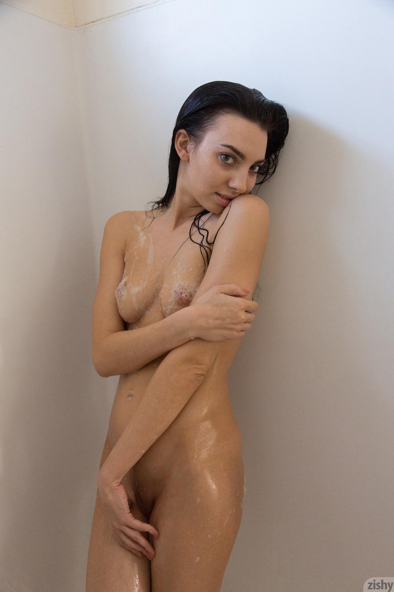 Araya Acosta Miss Clean Bones – Zishy (26)