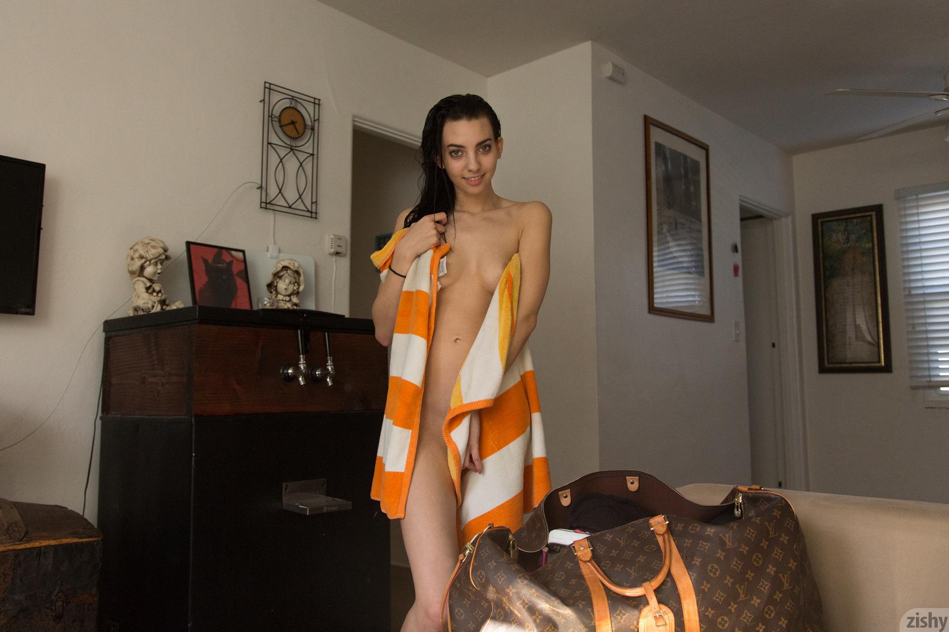 Araya Acosta Miss Clean Bones – Zishy (27)