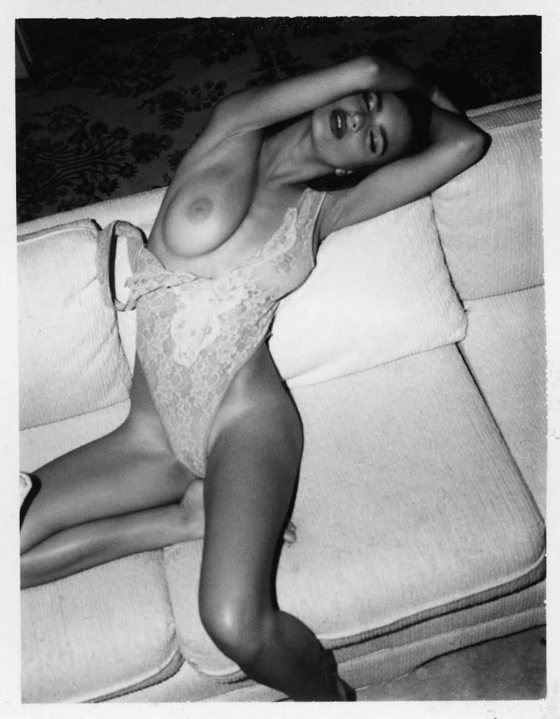 Emily Ratajkowski Nude Lounging Photoshoot Leaked Dqonzk