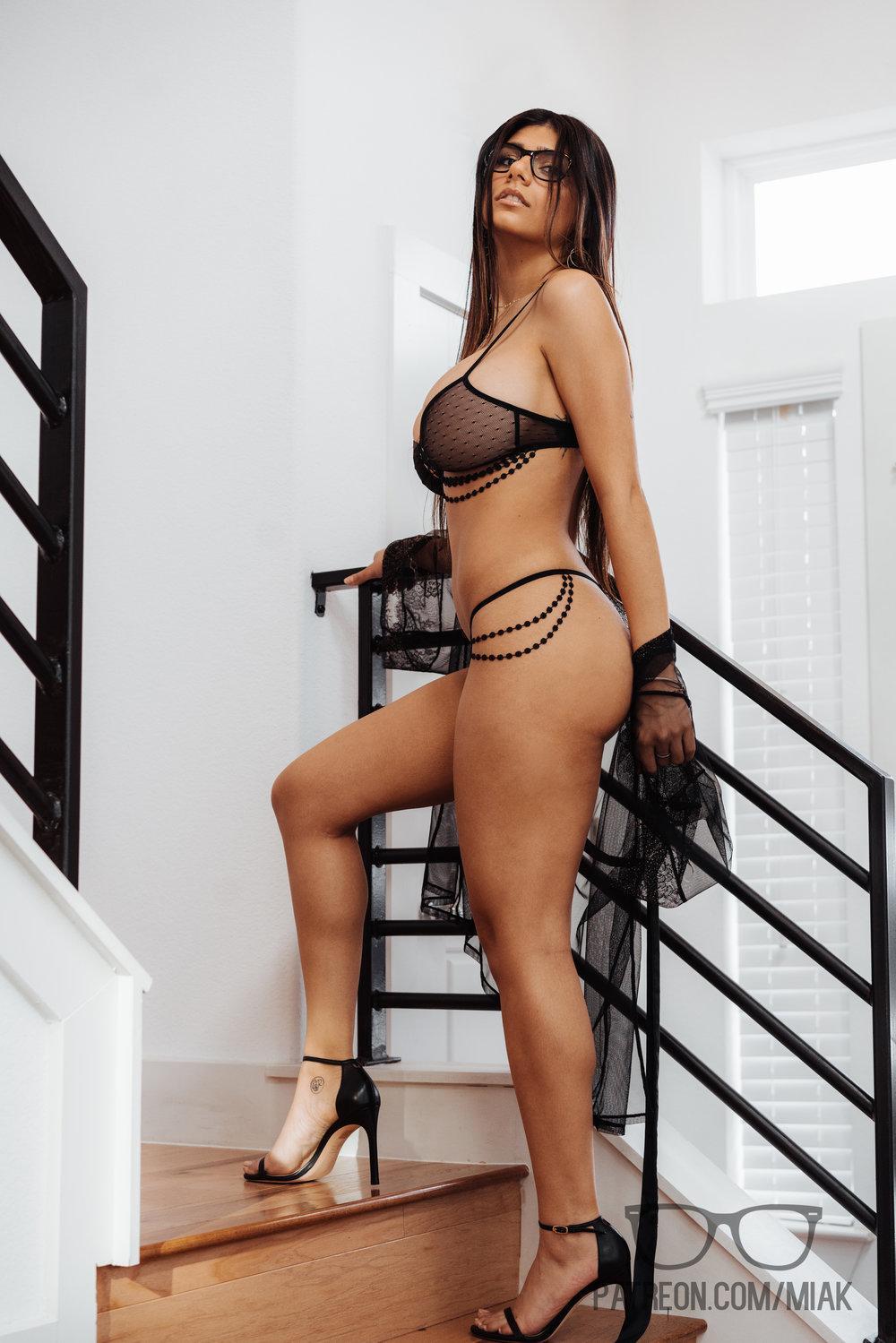 Mia Khalifa Lingerie Stiletto Heels Photoshoot Leaked 0001